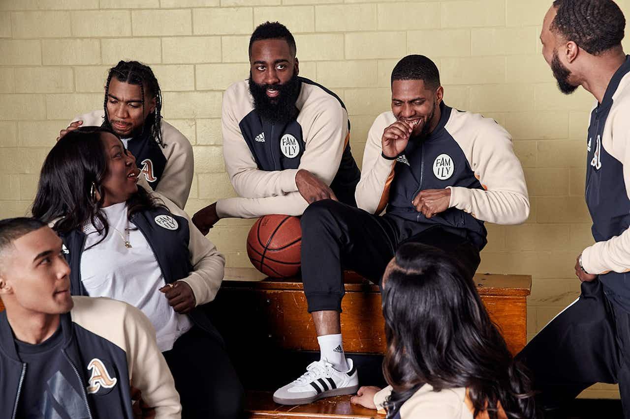 Basketballteam in Collegejacken