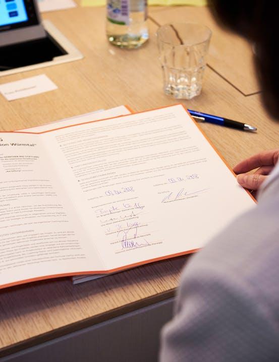 Die von der Rid Stiftung unterzeichnete Coaching-Vereinbarung.