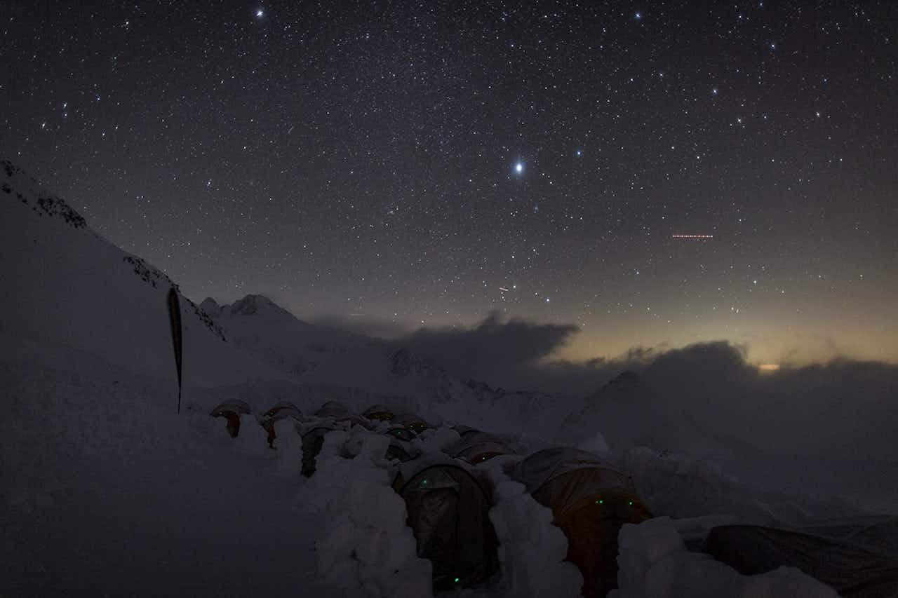 Biwak Camp bei Nacht