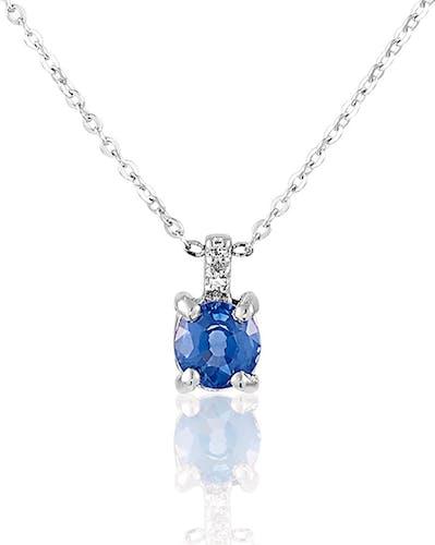 Ce Collier CLEOR est en Or 375/1000 Blanc et Saphir Bleu