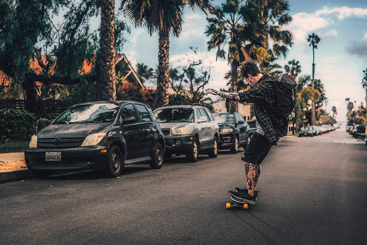 Mit dem Skateboard fahren Salt & Silver durch San Diego