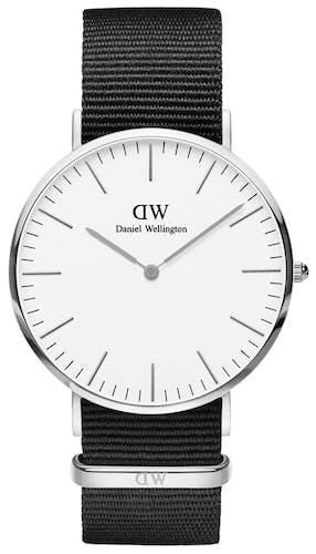 Cette montre DANIEL WELLINGTON se compose d'un boîtier Rond de 40 mm et d'un bracelet en Nylon Noir