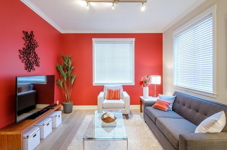 Modernes Wohnzimmer Mit Roter Wand