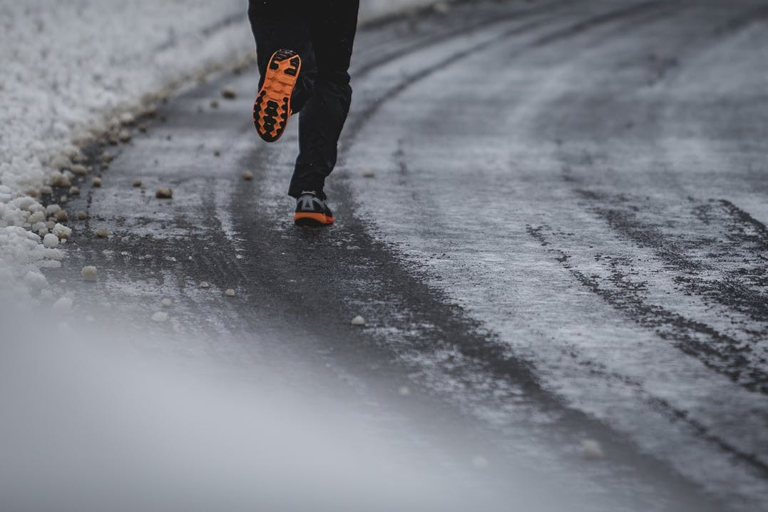 Winterlaufschuhe Hoka Challenger