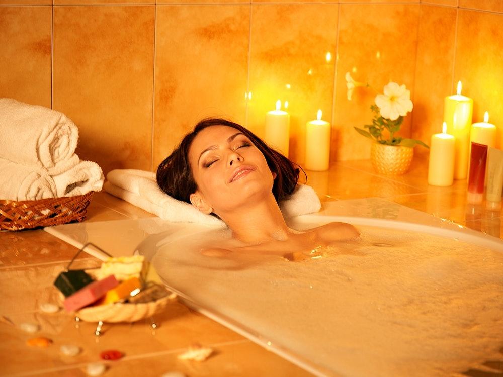 Transformez votre salle de bain en véritable spa et prenez soin de votre corps à moindre frais dans le confort de votre maison. Découvrez dans cet article comment recréer l'atmosphère d'un spa dans votre salle de bain.
