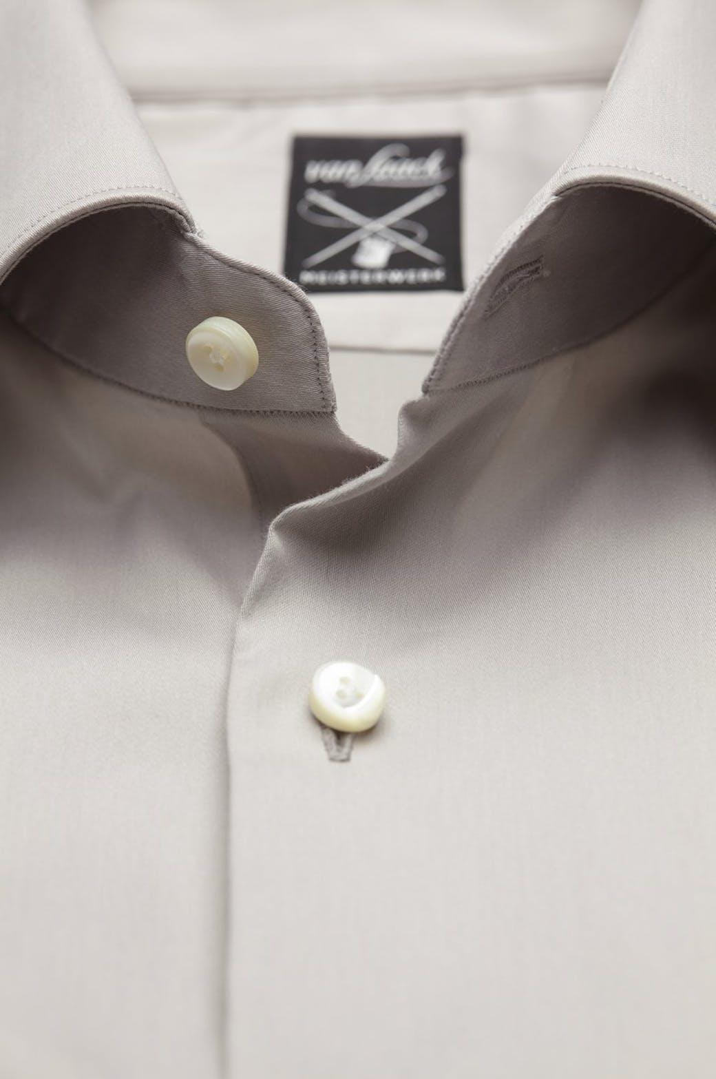 Hemdkragen reinigen und Schweiß bzw. Dreck entfernen
