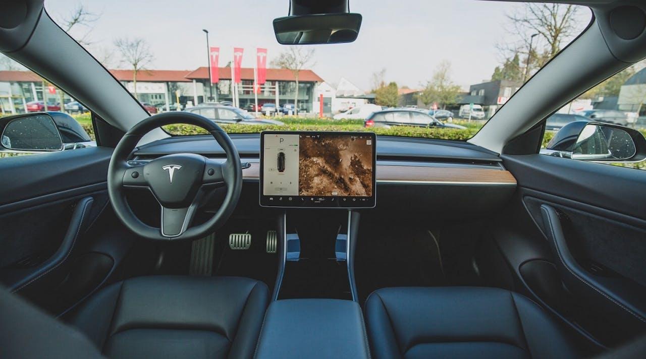 Tesla von innen, Armatur