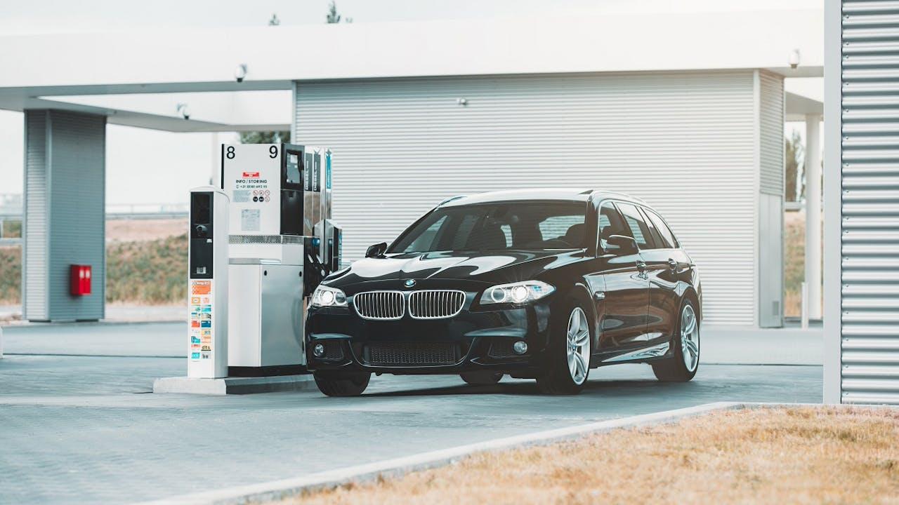 Diesel Leasing Banner – Auto an einer Tankstelle