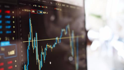 Quartalswechsel Banner: Bildschirm mit einem Auf- und Abwärtstrend