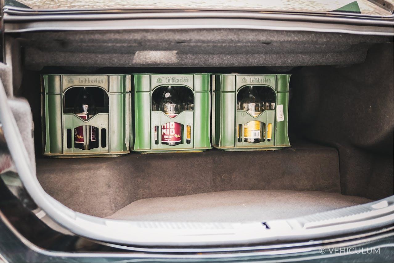 Ford Mondeo Hybrid Kofferraumvolumen, verkleinerter Stauraum durch Batterie für Hybrid-Antrieb, Größenvergleich mit Mio Mio Mate Kästen