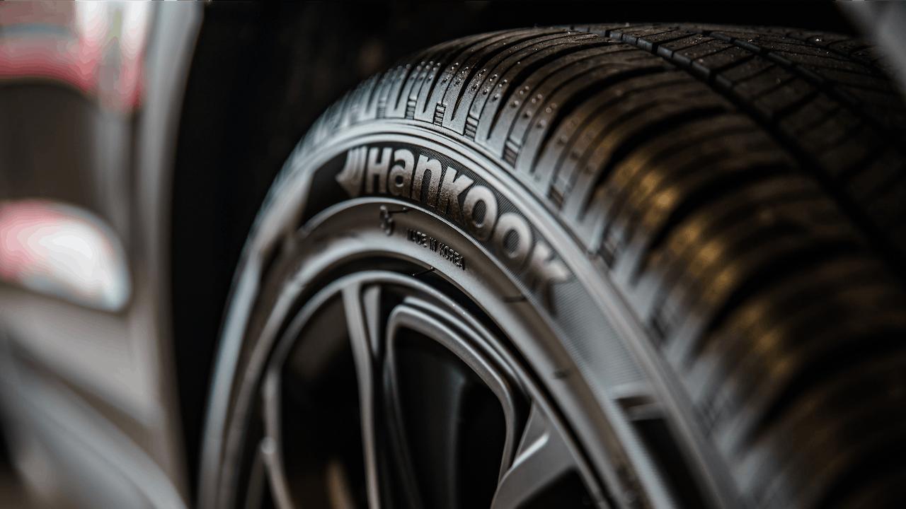 Reifenwechsel Anleitung & Tipps Banner – Hankook Reifen in Nahaufnahme