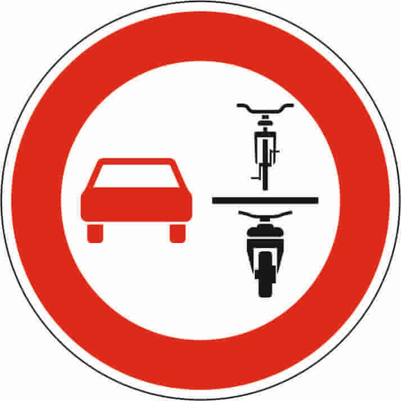Verkehrsschild Zweiräder überholen verboten