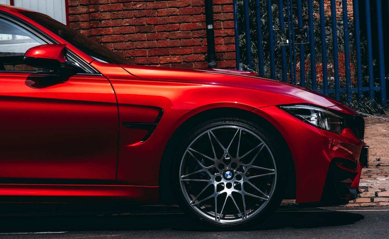 Front eines roten BMW