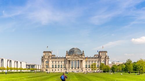 Innovationsprämie Banner – Berliner Reichstag bei sonnigem Wetter