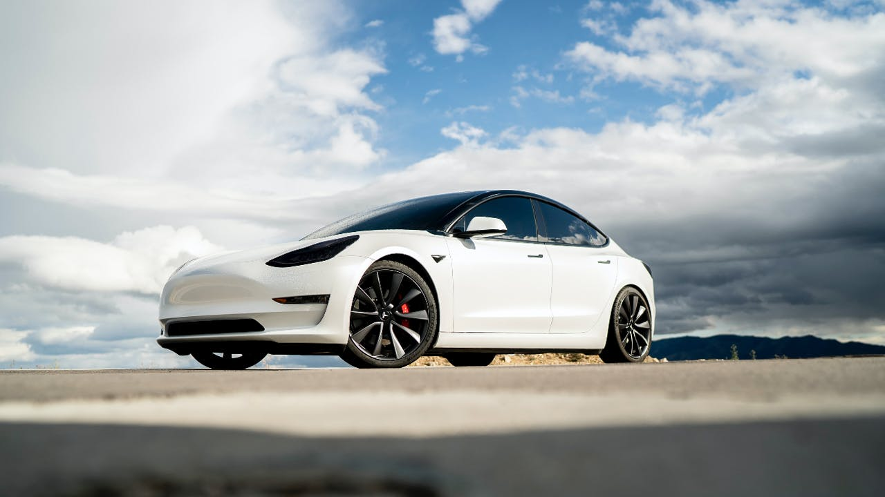 Die Vorteile von E-Auto Leasing. Mit Elektroautos sparen Sie aktuell viel mehr als Sie denken!