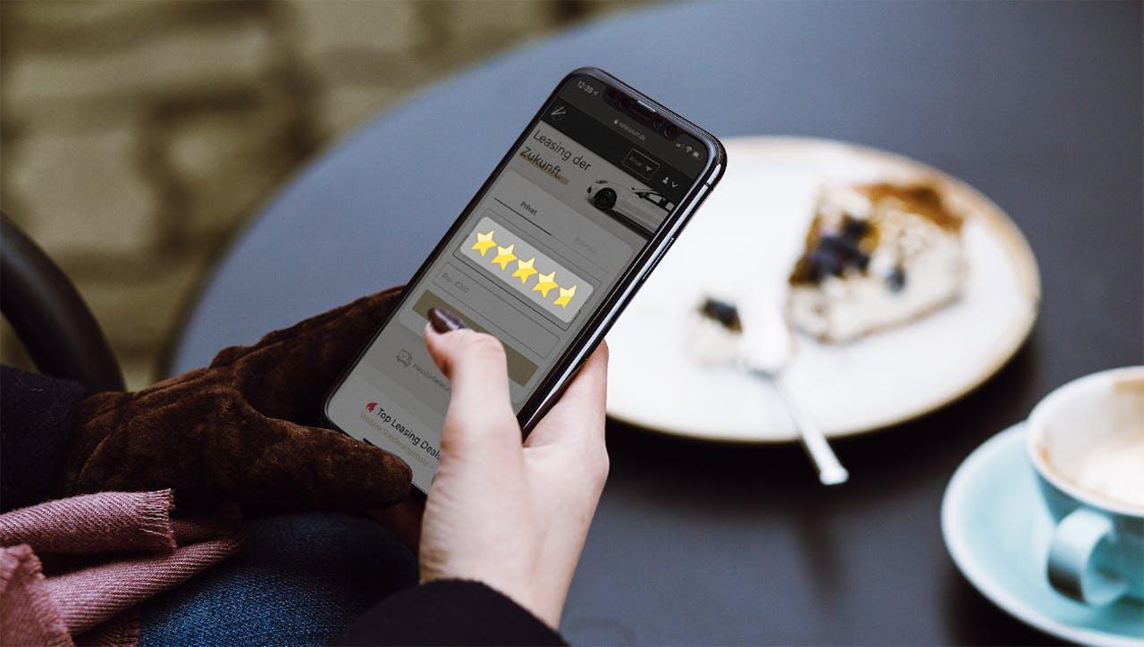 Smartphone mit vier-Sterne-Rating von VEHICULUM.de. Die Erfahrungen von Kund*innen mit VEHICULUM sprechen für uns.