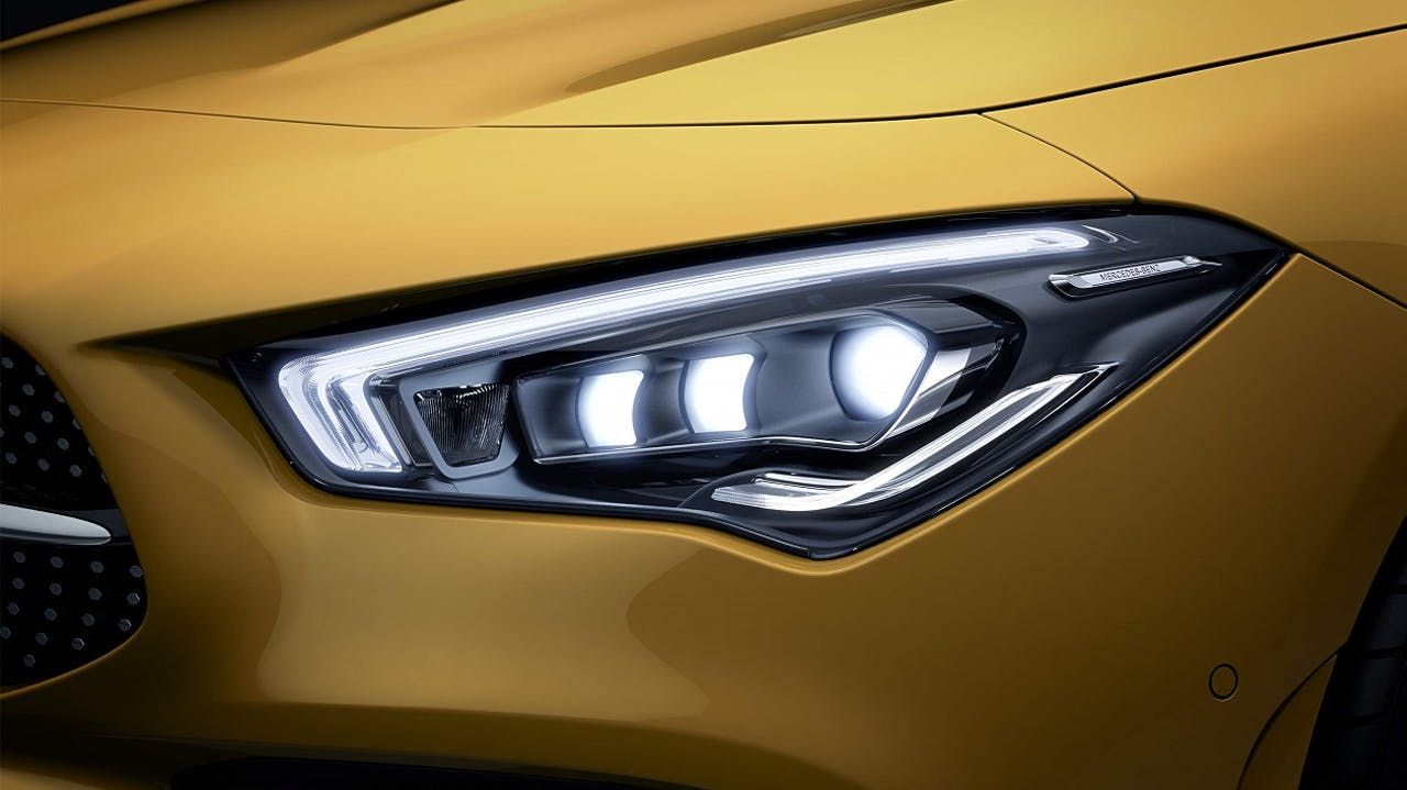 Mercedes-Benz Multibeam-LED als Teil der Sonderausstattung des Mercedes-Benz CLA. Frei konfigurierbar durch VEHICULUM Leasing Bestellfahrzeuge