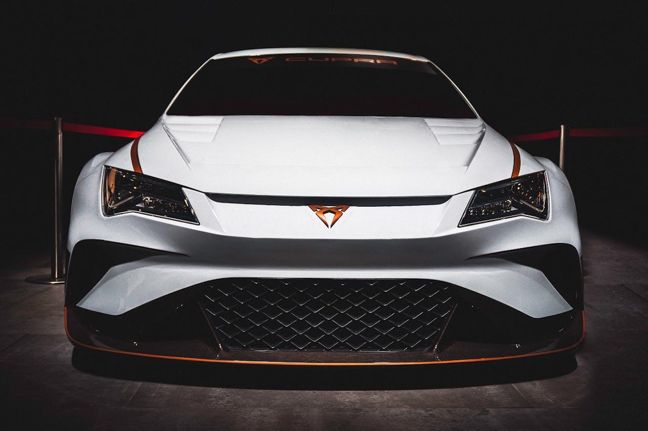 Der CUPRA E-Racer als Beweisstück der Rennfähigkeiten von CUPRA. Zivile Modelle wie den CUPRA Leon leasen Sie bei VEHICULUM