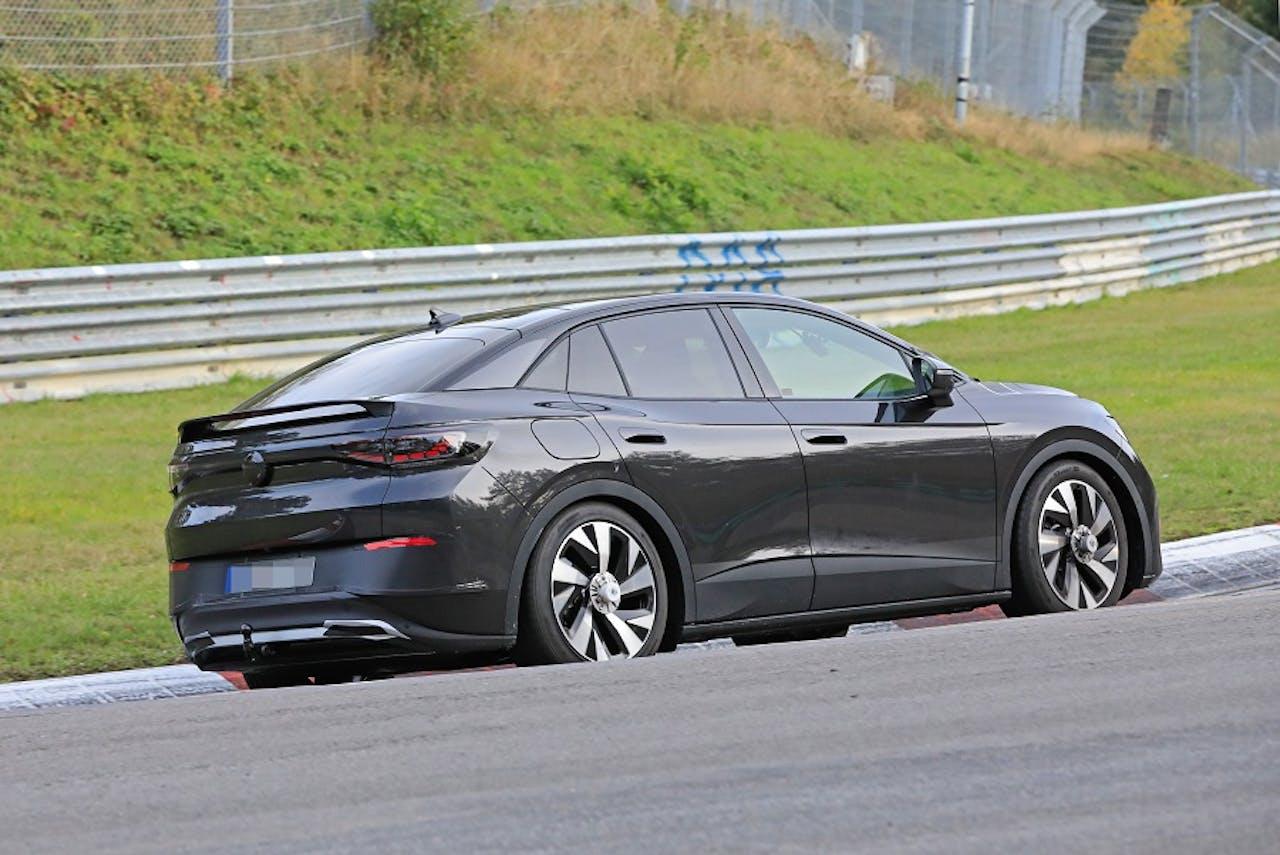 VW ID.5 von schräg hinten. Foto: Stefan Baldauf