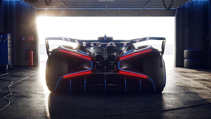 Bugatti Bolide von hinten in Garage - VEHICULUM Autovorstellungen News