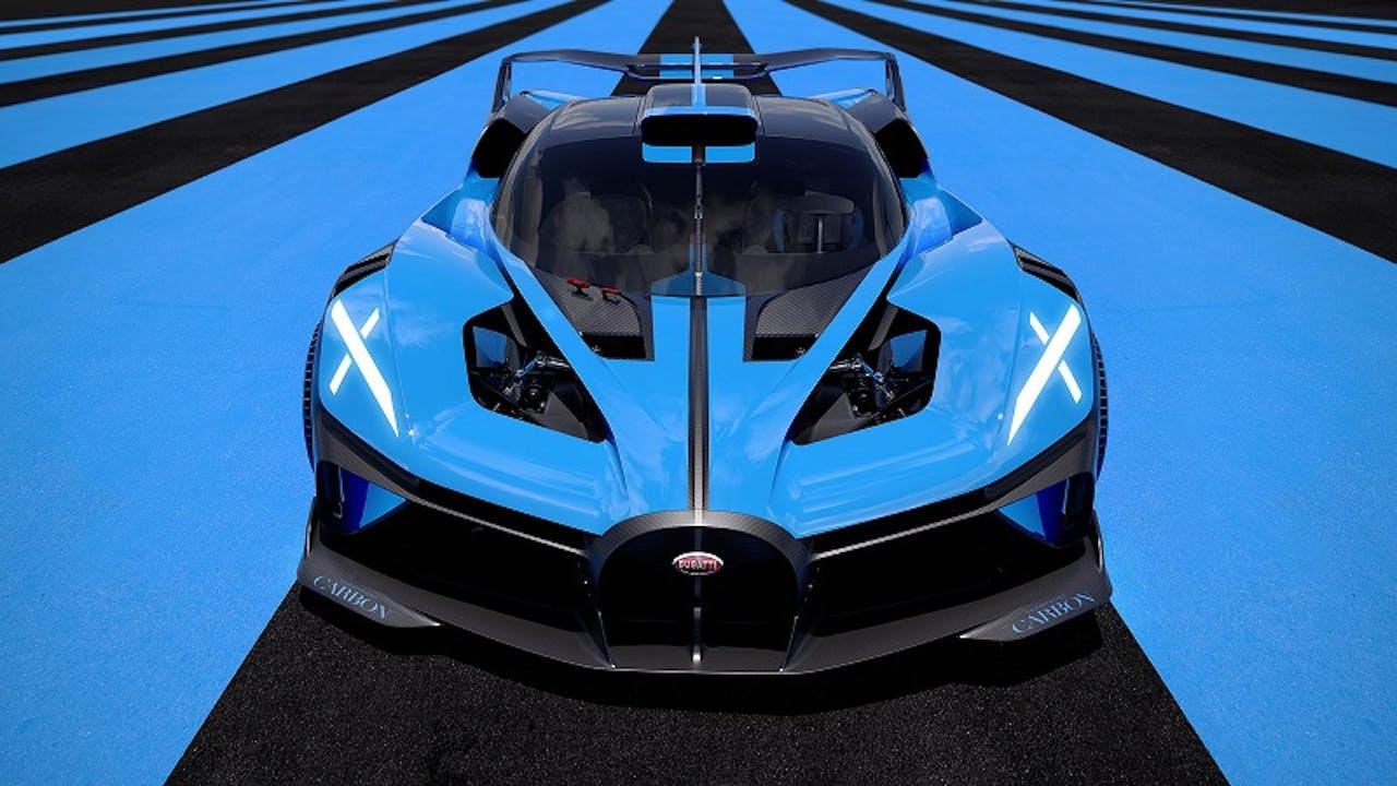 Bugatti Bolide Front, Ansicht von vorne mit Blick auf die quer liegenden Dämpfer. Untergrund Asphalt in Blau und Schwarz