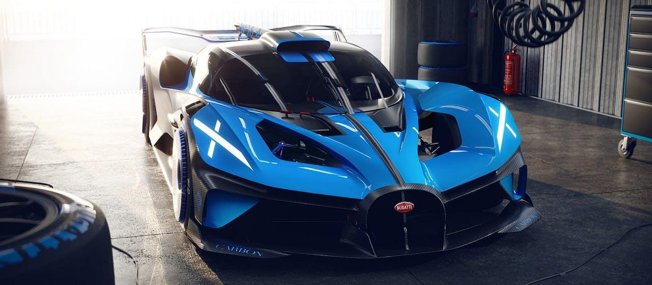 Bugatti Bolide in blau, Frontansicht in Garage. Alle Infos und Bilder in den VEHICULUM News