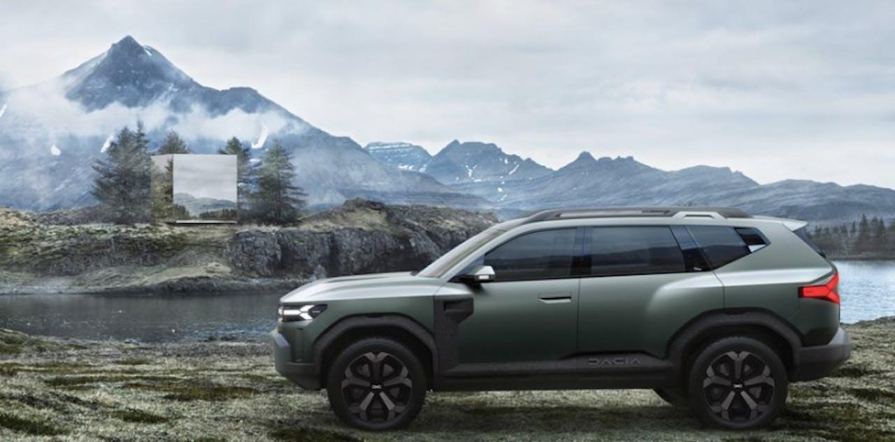 Dacia Bigster seitliche Ansicht in Natur Im Hintergrund See und Berge