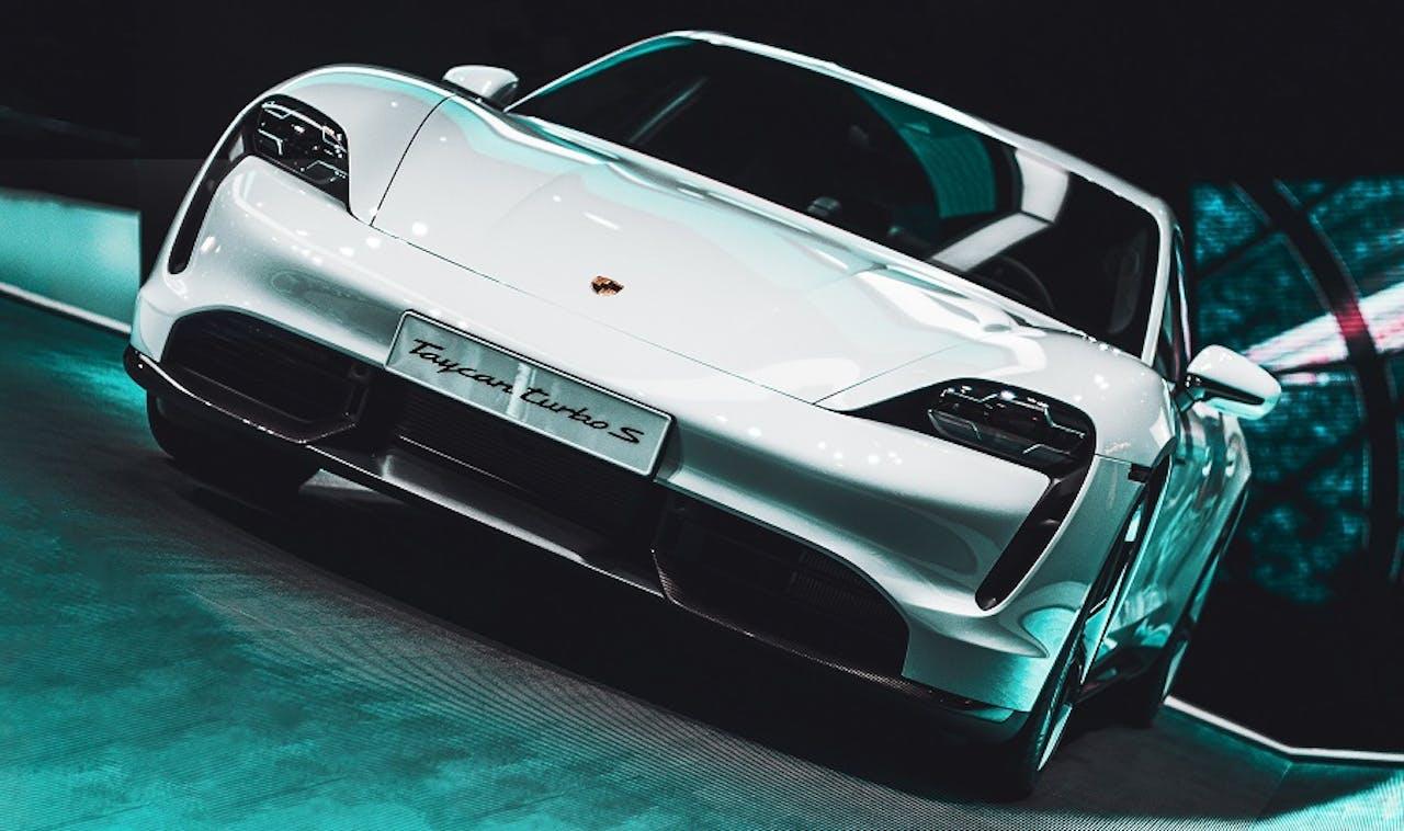 Porsche Taycan auf der Präsentation. Teil der 10 schönsten Elektroautos