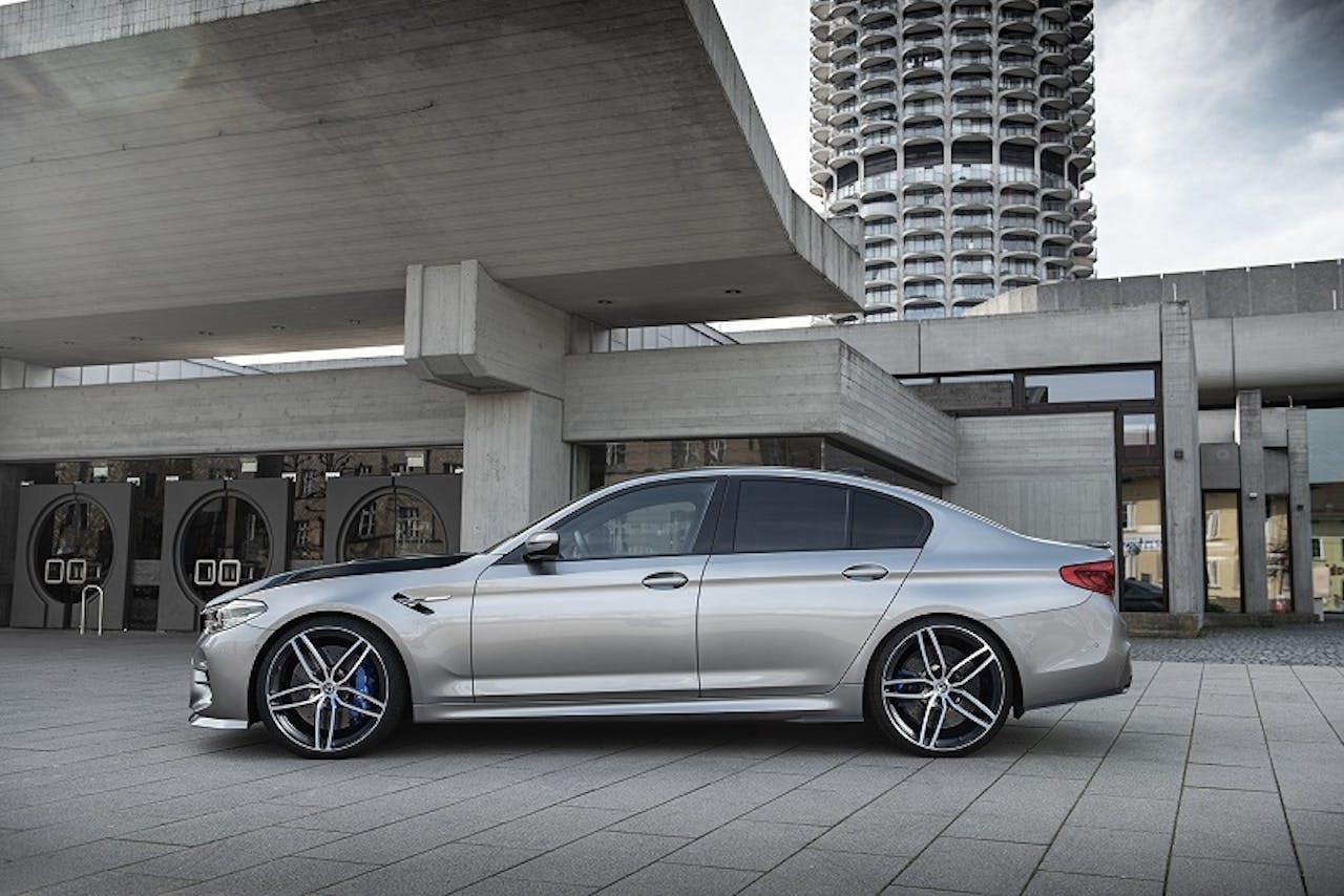 BMW M5 G-Power seitlich in Silber. Powerlimousine mit massiver Leistung