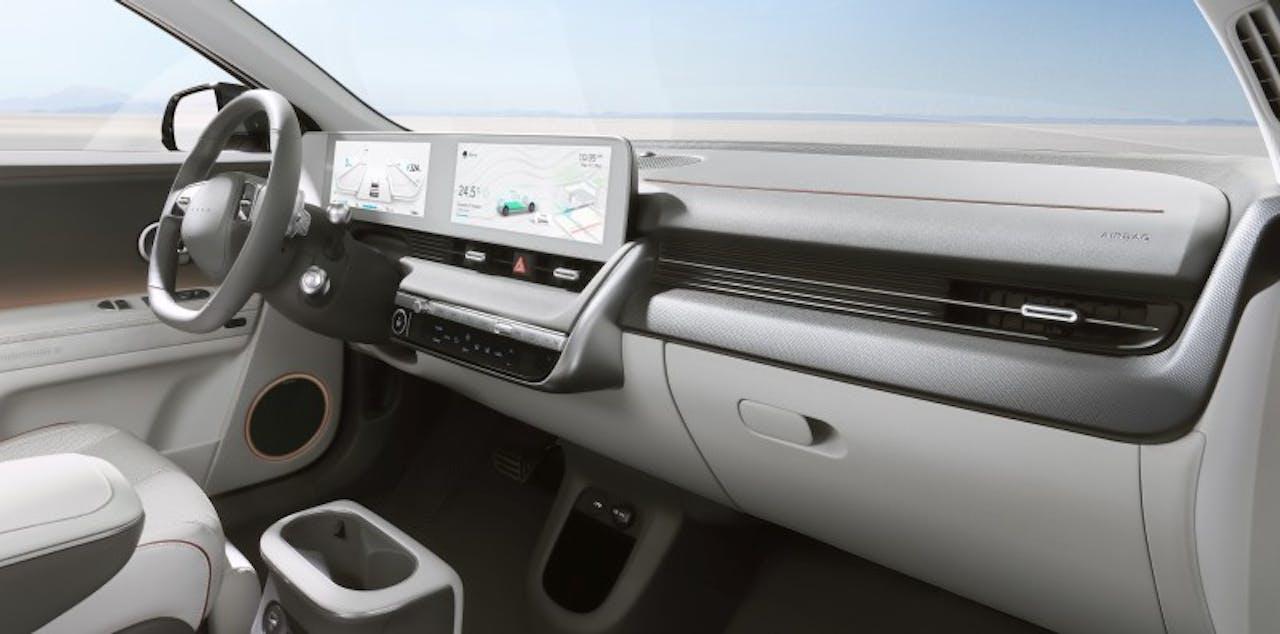 Hyundai: IONIQ 5 schräge Ansicht auf Lenkrad und Displays
