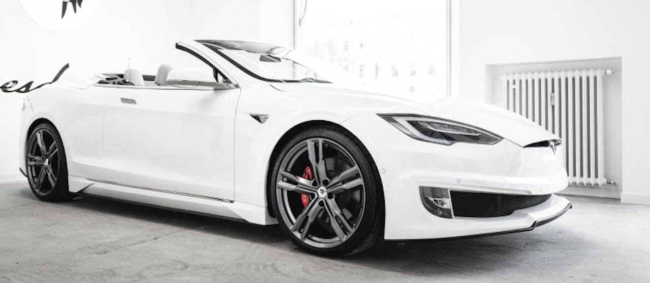 AresDesign: Tesla-Cabrio schräge Ansicht, offenes Verdeck