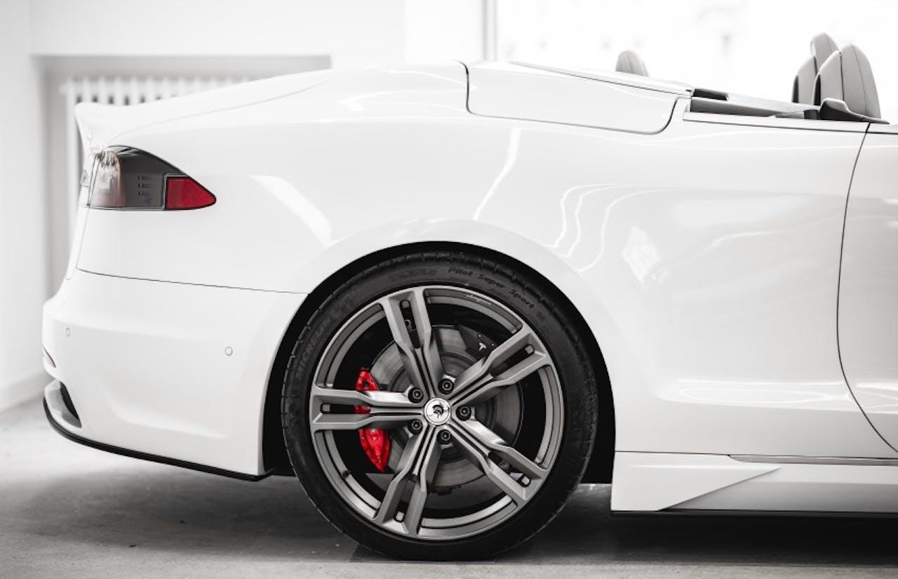 AresDesign: Tesla-Cabrio, hinterer Teil mit offenem Verdeck