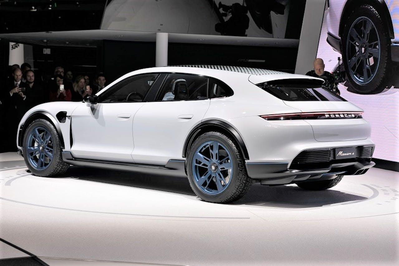 Porsche Mission E in Weiß 2018
