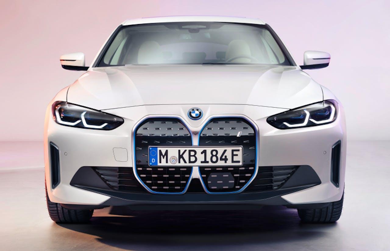 BMW: i4 Frontansicht mit Mega-Niere
