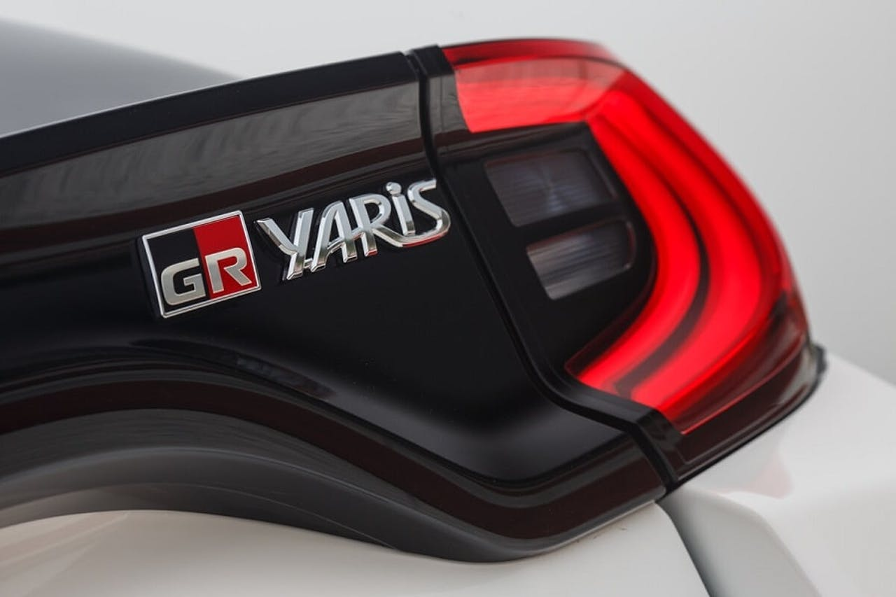 Batch Toyota Yaris GR Symbol am Heck