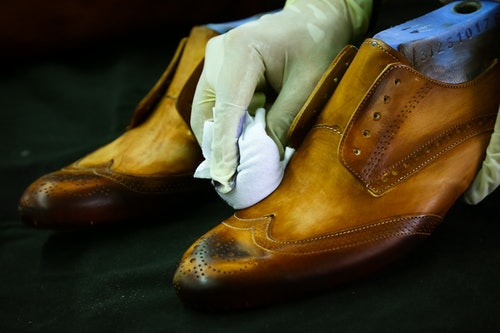 VEGETABLE TANNED LEATHER – WHAT IT IS AND WHY WE USE IT?