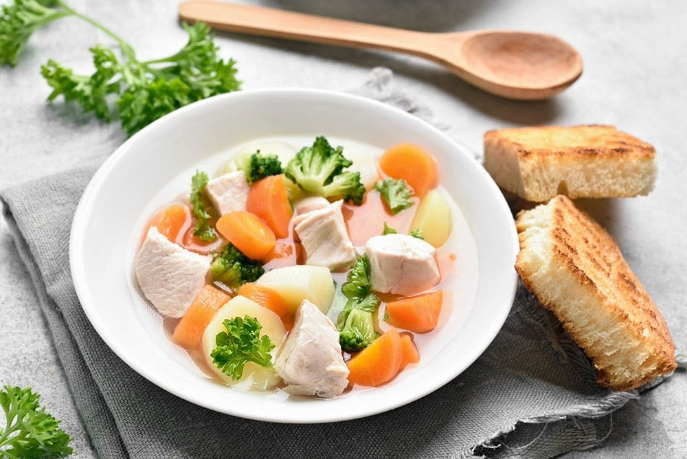 Hühnersuppe - auch die vegane Alternative - hilft bei Erkältung