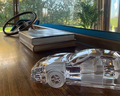 deco-glasauto-on-table