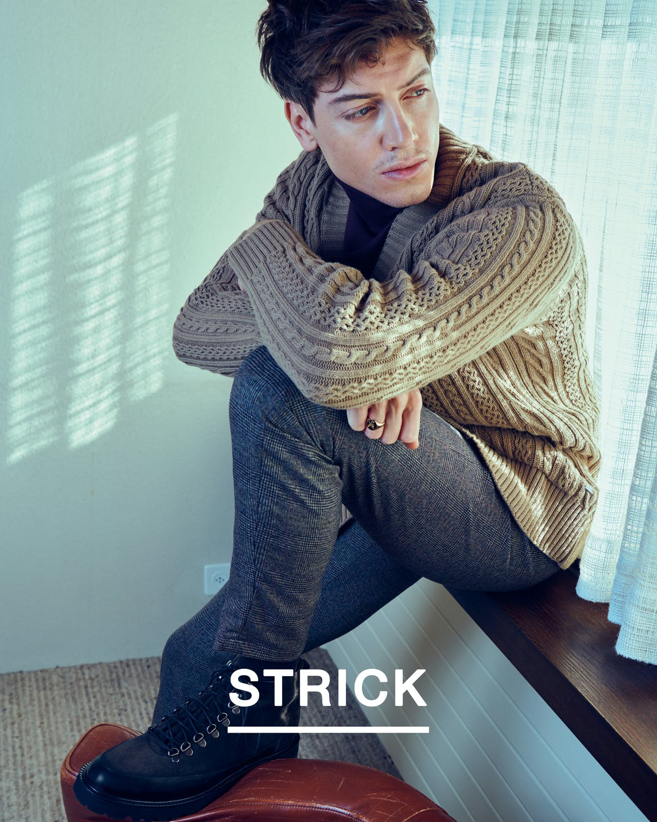 man-sit-knitwear-beige