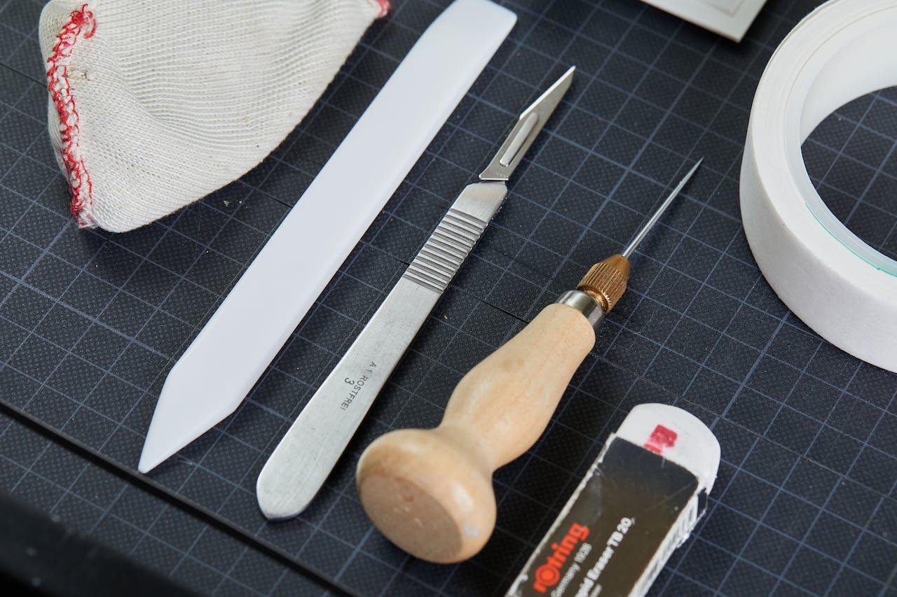 Werkzeuge und Hilfsmittel zum Bilder einrahmen