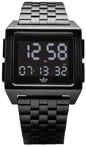 Cette montre ADIDAS se compose d'un boîtier Rectangulaire de 36 mm et d'un bracelet en Acier Noir