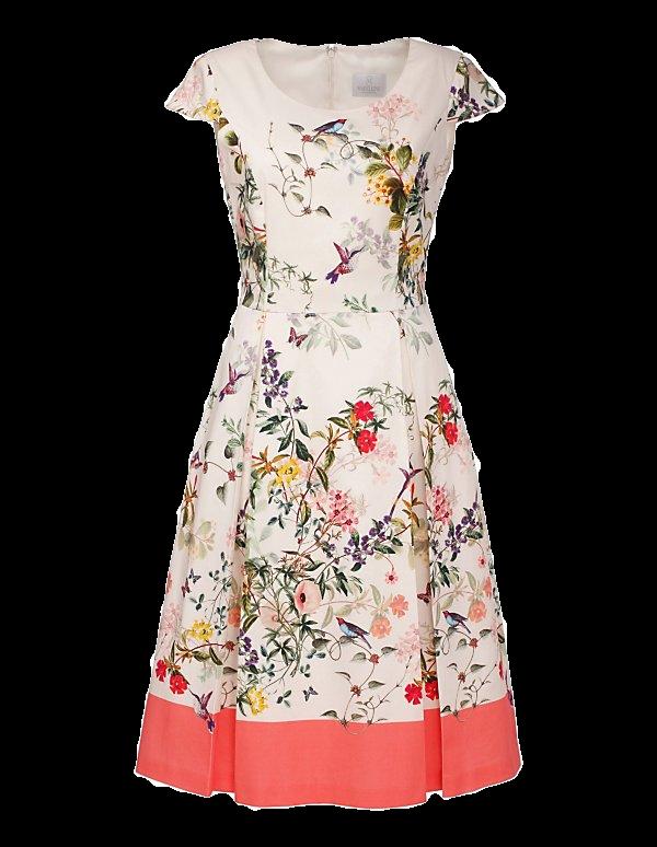 Tailliertes Blumenkleid