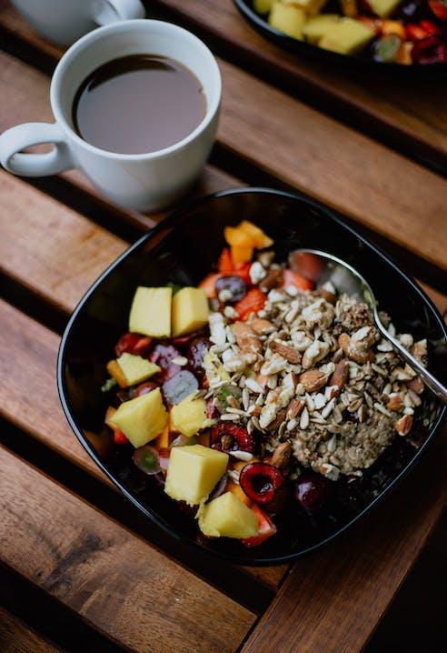 Frühstück, ausgewogen, SportScheck, Mandeln, Müsli, Obst, Rezept
