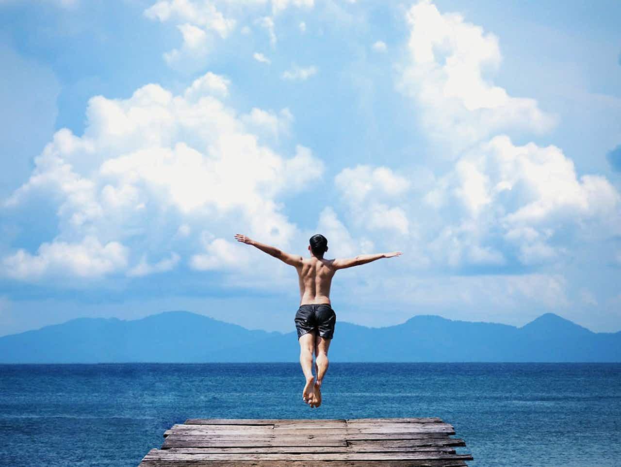 Mann springt in See