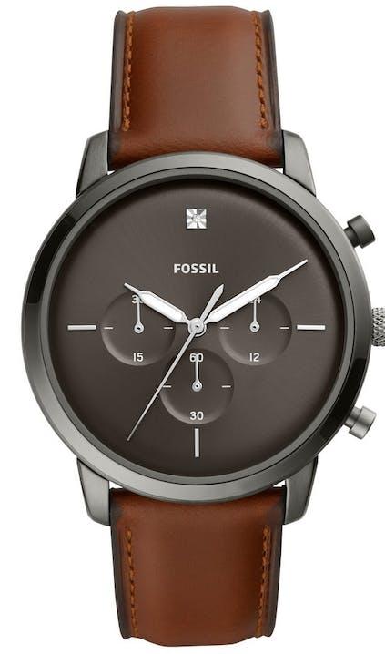 Cette montre FOSSIL se compose d'un boîtier Rond de 44 mm et d'un bracelet en Cuir Marron