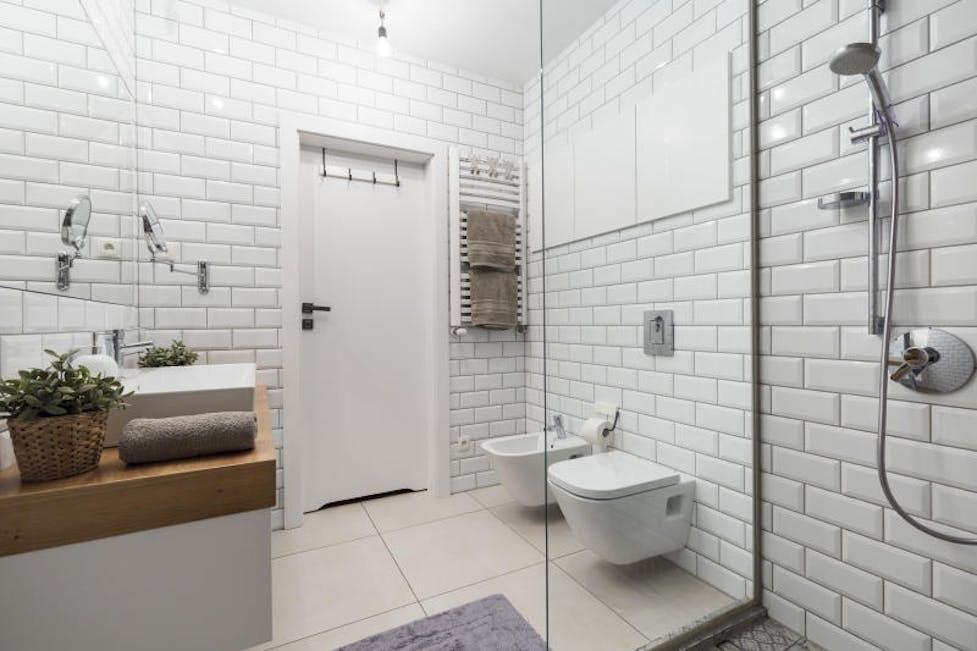 Wie Ihr kleines Badezimmer größer wirkt | WC Frisch