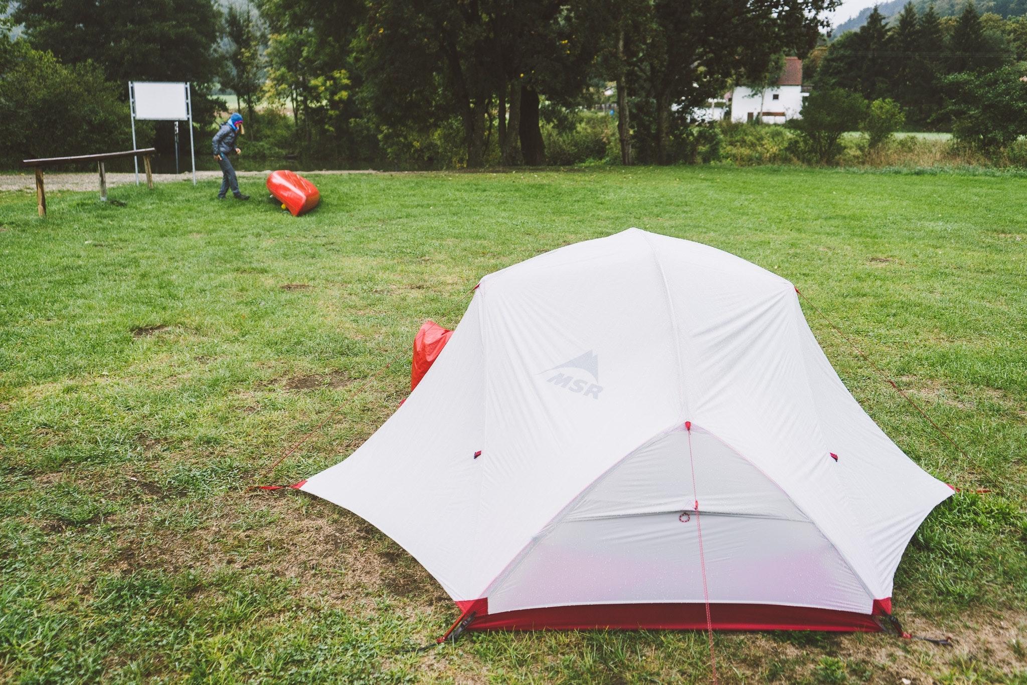Ein Zelt als Nachtlager auf der Altmühl-Kanutour