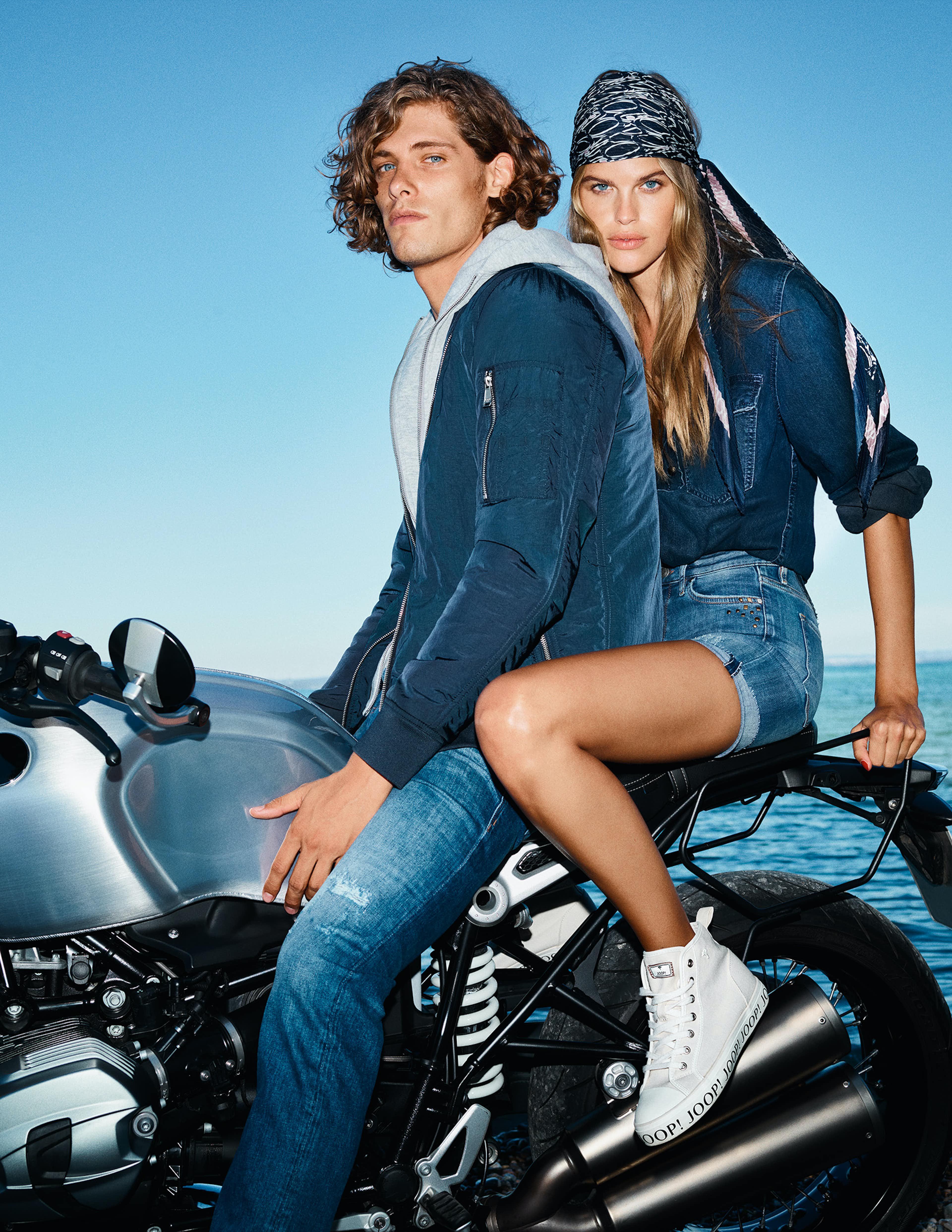 Mann & Frau auf Motorrad in JOOP! Outfit