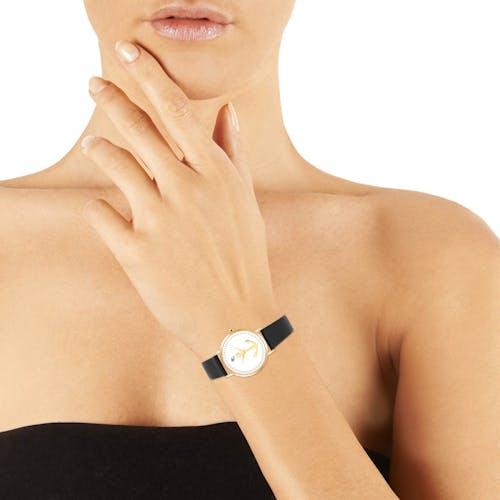 Cette montre B&G se compose d'un Boîtier Rond de 34 mm et d'un bracelet en Cuir Noir