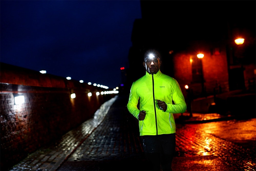 Nachts laufen mit Stirnlampe